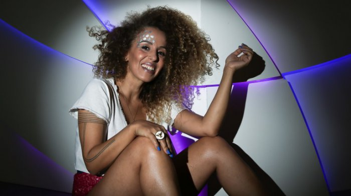 A cantora Iara Rennó se apresenta na Semana de Artes HeForShe