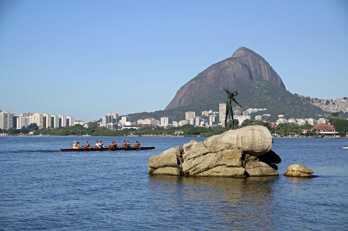 800px-Lagoa_Rodrigo_de_Freitas_04