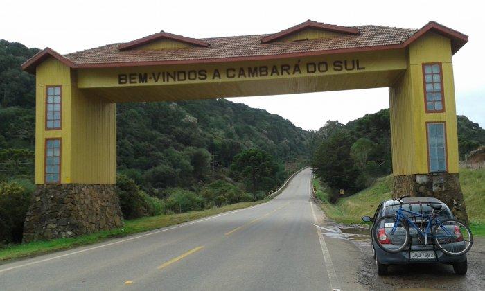 Entrada da cidade Cambará do Sul que esta entre os lugares baratos para viajar no Brasil.